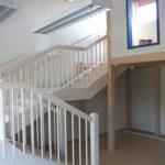 Kindertagesstätte weiße Holztreppe Tischlerei Rendsburg-Büdelsdorf, Treppenbau flacher Aufstieg kindgerecht (3)