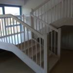Kindertagesstätte weiße Holztreppe Tischlerei Rendsburg-Büdelsdorf, Treppenbau leichter aufstieg kindgerecht (2)