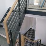 Metallgeländer Treppe mit Holzhandlauf Tischlerei Rendsburg-Büdelsdorf, 2019, Kreis Rendsburg-Eckernförde, Hausflur, Handball