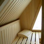 Sauna Dachschräge Sonderanfertigung Dachgeschosssauna Niebüll Hemlock - Abachi Glasfront und integriertes Dachfenster (5)