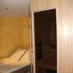 Sauna fünfeck Glasfront getönt integrierte Hifi über Saunasteuerung (4)