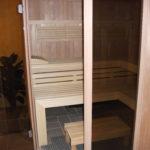 Sauna fünfeck Glasfront getönt integrierte Hifi über Saunasteuerung Westerrönfeld