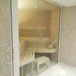 Sauna mit schräger Glasfront