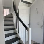 Treppe mit Geländer grau weiß mit Türe, wetter eckernförde, hotel eckernförde, eckernförde strand, eckernförde heute, 2019